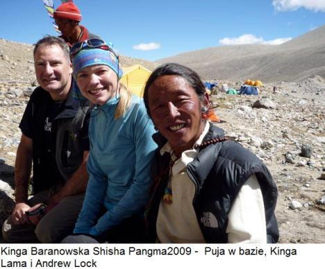Kinga Baranowska Shisha Pangma2009 -  Puja w bazie, Lama i Andrew