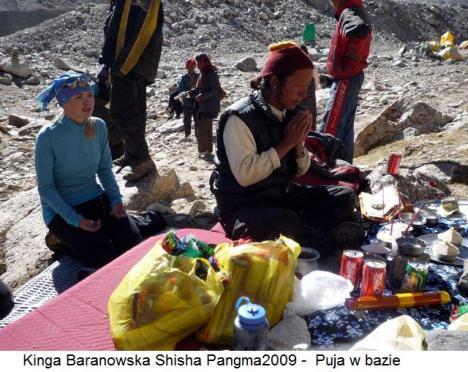 Kinga Baranowska Shisha Pangma2009 -  Puja w bazie