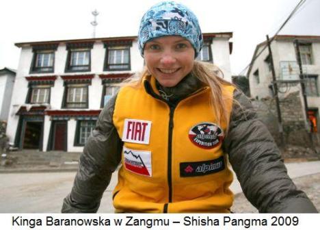 Kinga Baranowska w Zangmu – Shisha Pangma 2009Ab